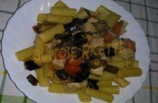 Rigatoni con melanzane, pomodorini e ventresca