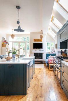 Modern Shaker Kitchen, Cosy Kitchen, Green Kitchen, Home Decor Kitchen, Home Kitchens, Kitchen Design, Kitchen Ideas, Kitchen Inspiration, Kitchen Island