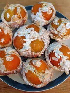 su's baking : apricot and almond tarts