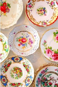 English vintage china tea sets and teapots to buy for your vintage event. We have a huge stock of tea cups and saucers, cake stands , tea sets and lots more. Vintage Plates, Vintage China, Vintage Tea, Vintage Jars, Vintage Style, Antique Dishes, Vintage Dishes, Vintage Kitchen, China Plates