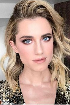 The are back: Clariss Anya Rubenstein helped Allison Williams, channel the bygone. Bridal Makeup Looks, Wedding Hair And Makeup, Hair Makeup, Hair Dos, My Hair, Makeup Inspiration, Makeup Ideas, Wedding Inspiration, Beauty Skin