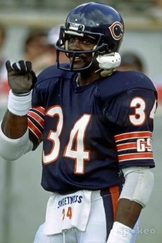 Walter payton, chicago bears sweetness and a true class act football sports apps. Bears Football, Nfl Chicago Bears, Sport Football, Football Players, Bears Packers, Sports Teams, American Football, Walter Payton, Football Conference