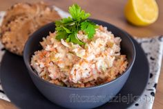 Who wouldn't know coleslaw, which can even be found in any store. But to really know, what your salad contains, prepare it at home quickly and in a healthy way. Coleslaw Salat, Healthy Coleslaw, Healthy Sides, Healthy Side Dishes, Mango Salat, Low Carb Recipes, Healthy Recipes, Vegetarian Cabbage, Mets