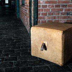 Sitzwürfel aus Leder von alten Turngeräten von Hardcrafted Hamburg Old school gym equipment by Hardcrafted Hamburg
