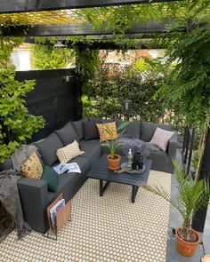 Rooftop Terrace Design, Terrace Decor, Terrace Garden Design, Backyard Patio Designs, Diy Patio, Small Backyard Patio, Narrow Backyard Ideas, Small Patio Spaces, Small Outdoor Patios