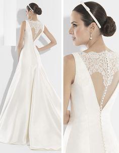 Traje de novia con efecto dos piezas y gran escote en