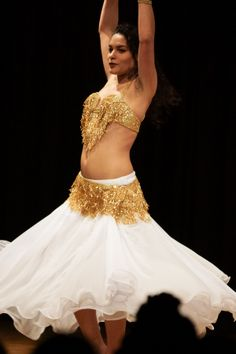 873fe9164104 Belly Dancing by Dennis Lang, via 500px This is a proper belly dancer, she