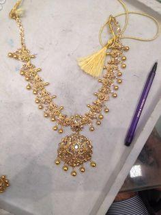 Necklace Polki India Jewelry, Gold Jewelry, Jewelery, Light Weight Gold Jewellery, Mango Mala, Gold Necklaces, Neck Piece, Siri, Short Necklace