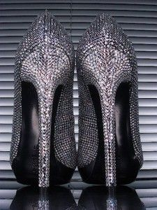 Every girl longs to possess that one pair of shoes that makes you drool! These Gianmarco Lorenzi pumps will make every fashionista feel self-confident and sexy. Sparkly Pumps, Bling Heels, Bling Bling, Crazy Shoes, Me Too Shoes, Women's Shoes Sandals, Pumps Heels, High Heels, Sensible Shoes