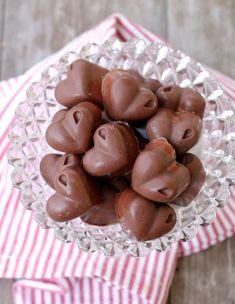 Sukkerfri karamellsjokolader - LINDASTUHAUG Fruit, Food, Caramel, Meals