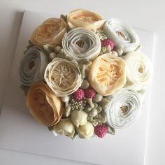 Blossom Flower Cake #bloomingblossoms #cakery #flowercake #buttercream #buttercreamcake #flowercakeclass #LAbakingclass #LAflowercake #instafood #instaflower #꽃스타그램 #꽃 #플라워케이크 #엘에이플라워케이크 #julietrose #ranunculus #tulips #EJ_Table @extraordinary_ej