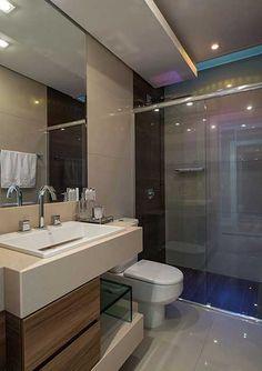 Banheiros com Porcelanato Bege, Branco, Preto, Amarelo