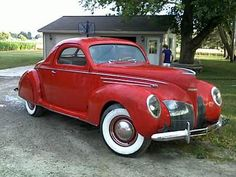 1939 Lincoln. Love the red!!