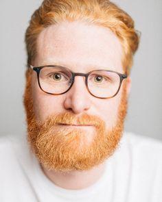 #minimal #portrait #beard #redhair #roteshaar #glasses #brille #man #style