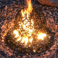 This sphere can be any size..cool how the flames outline the metal Fire Pit Video, Soda Can Crafts, Recycled Metal Art, Glass Fire Pit, Cool Fire Pits, Fire Pit Area, Fire Art, Backyard Makeover, Welding Art