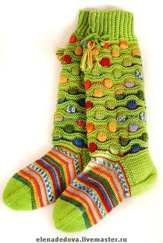 Knitting Humor, Knitting Socks, Hand Knitting, Knitting Patterns, Multi Coloured Socks, Art Boots, Green Socks, Knit Art, Crazy Socks