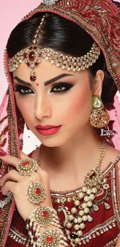 Fashion Photography Indian Bridal 46 Ideas For 2019 Indian Bridal Makeup, Asian Bridal, Bridal Beauty, Wedding Makeup, Indian Bride Hair, Indian Makeup Looks, Hair Wedding, Moda Indiana, Beginners Eye Makeup