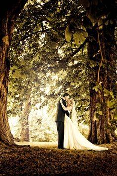lave research og finde frem til de fotografe Wedding Kiss, Dream Wedding, Wedding Day, Bridal Photography, Wedding Photoshoot, Wedding Styles, Wedding Inspiration, Bride, Wedding Dresses