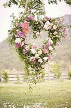 ۞ Welcoming Wreaths ۞ DIY home decor wreath ideas - flower heart wedding