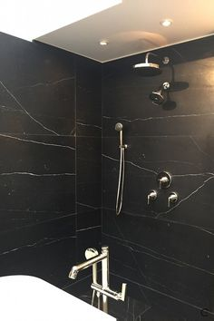 BlogtourKBIS 2016 | Las vegas | Kitchen and bathroom trends | Marble trend | black Marble Kelly Wearstler Ann Sacks Kallista | picture by C-More