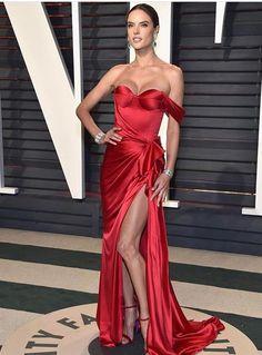 Alessandra Ambrósio veste Ralph & Russo (Oscars 2017)
