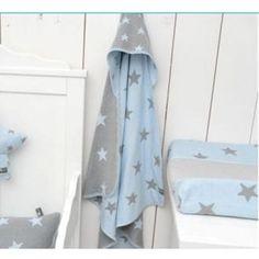 Jut en Juul Lifestyle for Kids : Omslagdoek gebreid ster - lichtblauw met grijze sterren