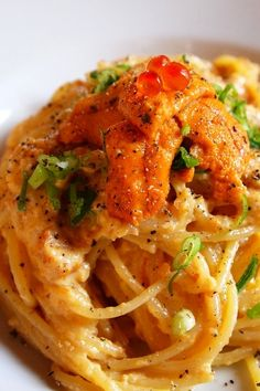 ウニイクラミッツ・カルボナーラ Japanese version of linguine with uni sea urchin and salmon roe.