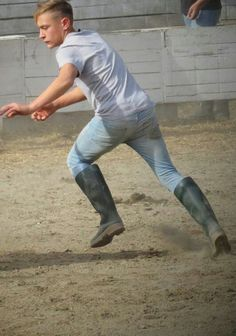Country Wear, Country Boys, Wellies Boots, Farm Boys, Wellington Boot, Boy Photos, Attractive Men, Hiking Boots, Young Boys