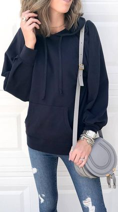 casual style addict_black hoodie + bag + rips