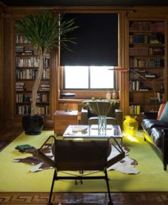 16 Well-Accessorized Living Rooms on The Study: The @1stdibs Blog | https://www.1stdibs.com/blogs/the-study/16-well-accessorized-living-rooms/