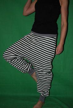 striped harem pants Bloomers Sarouel Baggy by MeinekreativeWelt - Bohem Style Sarouel Pants, Harem Pants Outfit, Summer Pants Outfits, Outfits 2016, Cotton Pants, Madame, Black White Stripes, Black Pants, Striped Pants