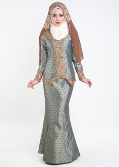 SKU#: BK4219GRN Modiista's exclusive wedding collection. SalomahKebaya Songket is made of premium imported songket fabric. Itfeatures custom made 3D Prada lace andbeads that are hand embro…