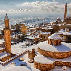 Mardin in winter by Turkey_Home.   (via Instagram - turkey_home)   #turkey #türkiye #mardin #anatolia #anadolu #city #winter #landscape #photography Ottoman Empire, Winter Landscape, 14th Century, Present Day, Cn Tower, Landscape Photography, I Am Awesome, City, Places