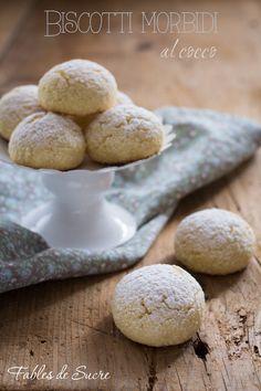 I biscotti morbidi al cocco sono dei bocconcini soffici con tutto il gusto del cocco, facili da fare, bellissimi da regalare e sempre buoni.