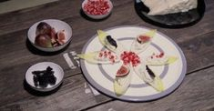 Barquettes of Belgian endive and Gorgonzola tricolour - Gorgonzola Cheese Chefs, Belgian Endive, Gorgonzola Cheese, Queso, Dog Bowls, Appetizers, Breakfast, Food, Video