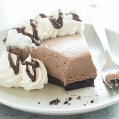 This No Bake Brownie Batter Cheesecake is the cheesecake for chocolate lovers! It's rich and fudgy with no oven required!