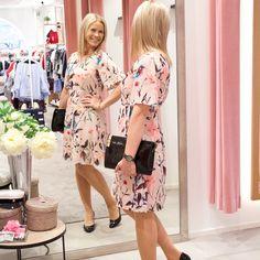 Sama kuosi, kaksi ihan erimallisia mekkoa eri vartalotyypeille 👗 katso tyyliblogimme www.dopp.fi. Suora linkki biossa. #uusiblogipostaus…