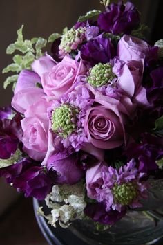 Savannah Wedding Inspirations Coastal Creative Events  http://www.creativesavannahweddings.com  rose,ranunculus,sweet pea,scabiosa | fleurs trémolo