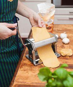 Tuorepasta on helppo valmistaa itsekin. Pasta, Leather, Noodles, Ranch Pasta