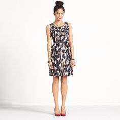Cute and chic dress.