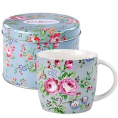 Our mug in a tin makes the perfect gift.  Already perfectly packaged, you can't go wrong with our pretty Chelsea Roses print.