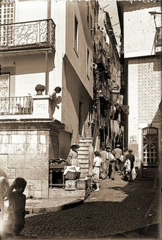 Beco do Mexia, Alfama - 1940 Old Pictures, Old Photos, Places In Portugal, Portuguese, Places To Travel, The Neighbourhood, Spain, Street View, Ancient History