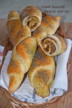 Selem alaykoum/Bonjour je vous avais déjà proposé ces petits pains natures,aujourd'hui je vous les présente farcis à la viande koftée,avec du boeuf haché bien épicé: cumin, gingembre, paprika, canelle et un mélange de coriandre et de persil frais! un...
