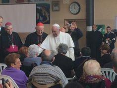Papa Francesco a Ostia, folla in festa: 'Pregate per me, sono un po' anziano e malato'