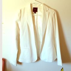 Forever 21 white light blazer small Worn a couple of times only, in great condition. Size small. Forever 21 Jackets & Coats Blazers