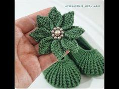 No photo description available. Tunisian Crochet, Diy Crochet, Crochet Crafts, Crochet Baby, Crochet Projects, Crochet Flower Tutorial, Crochet Flowers, Diy Hair Accessories, Crochet Accessories
