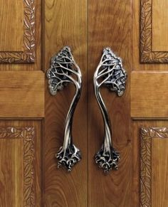 ♅ Detailed Doors to Drool Over ♅ art photographs of door knockers, hardware & portals - Art Nouveau door handles. Door Knobs And Knockers, Knobs And Handles, Door Knockers Unique, Copper Handles, Cool Doors, Unique Doors, Art Nouveau, Deco Nature, Door Accessories