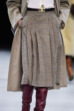 See all the Details photos from Celine Autumn/Winter 2019 Ready-To-Wear now on British Vogue Fashion Mode, Big Fashion, Look Fashion, Fashion Outfits, Womens Fashion, Fashion Trends, Fashion Styles, Street Fashion, Fall Fashion