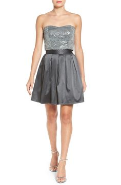 A sprinkling of metallic sequins serpentine across the strapless bodice of this party-ready ensemble.