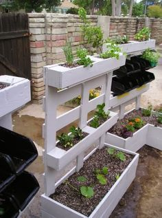 Recycled pallet planter is the best idea for your plants as well as your old pallets can be used in this way. This white pallet planter gives fantastic and nice looks to your garden. This pallet planter divided is in three different sizes of portions so i Vertical Pallet Garden, Vertical Gardens, Pallets Garden, Wood Pallets, Vertical Planter, Pallet Gardening, Recycled Pallets, Pallet Patio, Pallet Wood